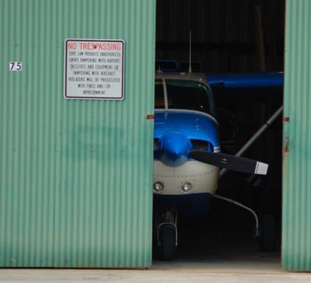 airplane-garage_full